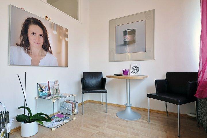 sabine gauger im institut f r regulative hautpflege kosmetikstudio in schwabing m nchen. Black Bedroom Furniture Sets. Home Design Ideas