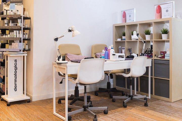 Belle blackley beauty beauty salon in retail centre for Aaina beauty salon glasgow