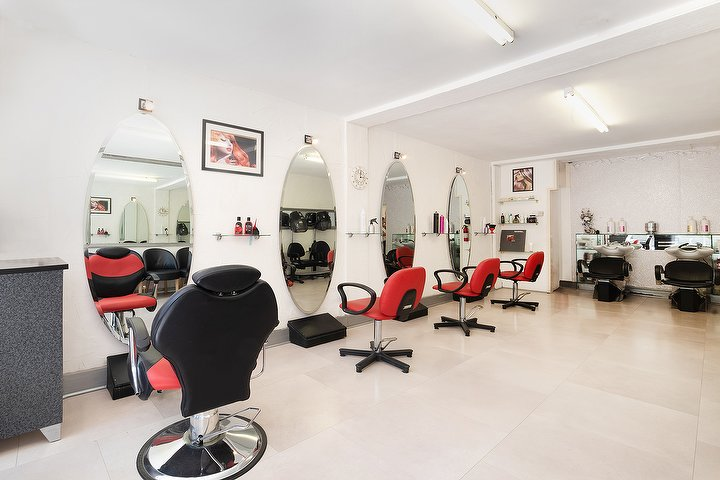 Lisa valentino 39 s hair salon hair salon in shoreditch for Hair salon shoreditch