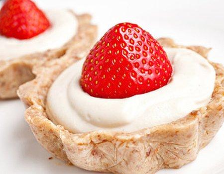 Wimbledon inspired Raw Strawberry Tarts