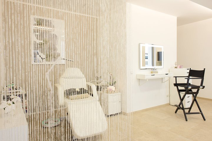 flawless beauty friseur in charlottenburg berlin treatwell. Black Bedroom Furniture Sets. Home Design Ideas